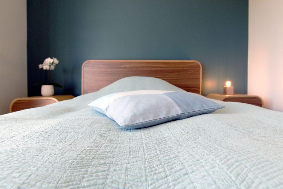 Großzügiges Bett in einem Patientenzimmer der Privatklinik Lifespring