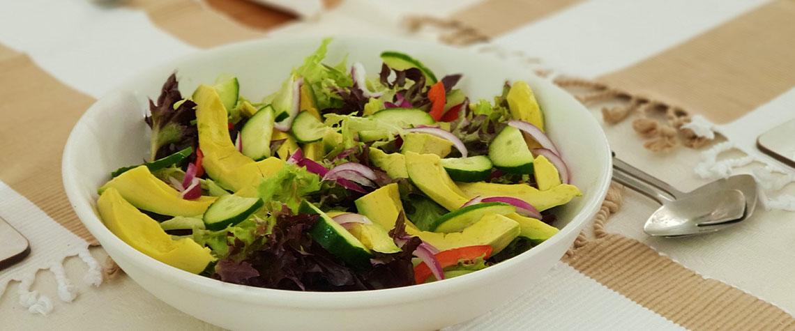Unser Sommer-Rezept: Avocado-Salat mit Paprika und Gurke